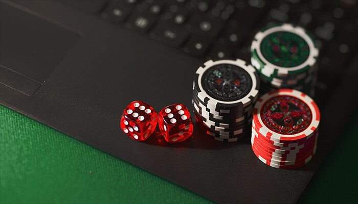popular misconceptions about online gambling